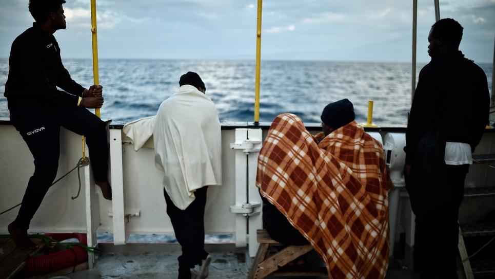 Des migrants recueillis en Méditerranée à bord du navire Aquarius, le 14 mai 2018