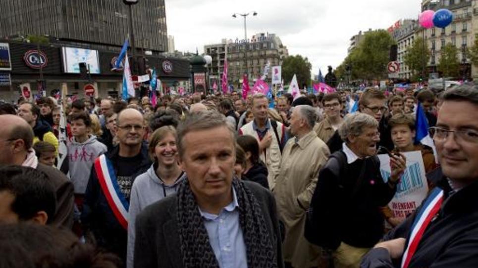 """Le député souverainiste de l'Essonne, Nicolas Dupont-Aignan, à """"La Manif Pour Tous"""" contre le mariage gay, le 5 octobre 2014 à Paris"""