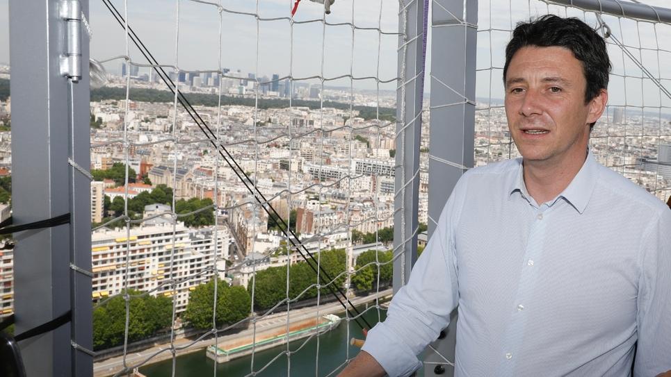 Le porte-parole du gouvernement Benjamin Griveaux à bord du ballon de la compangie d'assurances Generali, le 18 juin 2019 à Paris