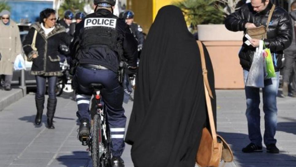 Une personne voilée le 6 décembre 2012 dans une rue de Marseille
