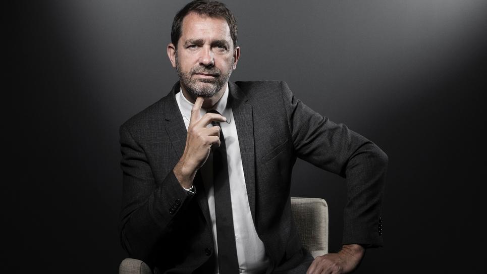 Christophe Castaner lors d'une séance photo à Paris le 2 mai 2017.
