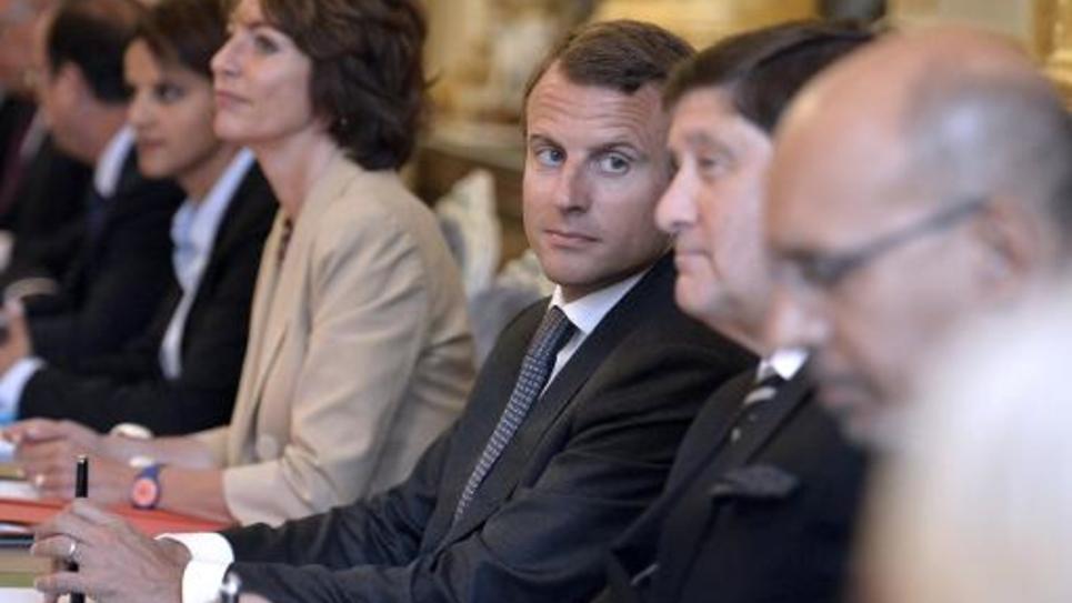 Le nouveau ministre de l'Economie Emmanuel Macron (c) lors du premier conseil des ministres du gouvernement Valls 2, le 27 aout 2014 à l'Elysée