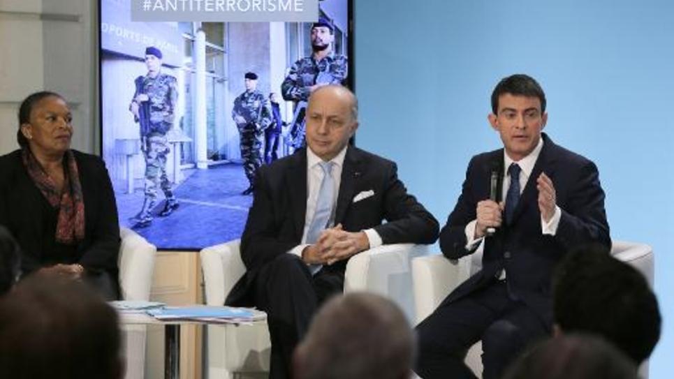La ministre de la Justice Christine Taubira, des Affaires étrangères Laurent Fabius et le Premier ministre Manuel Valls, s'expriment lors d'une conférence de presse le 21 janvier 2015 à Paris