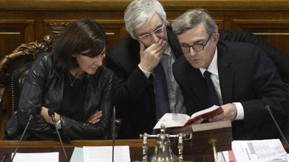 La maire Anne Hidalgo et ses conseillers le 17 novembre 2014 à Paris lors du vote sur le projet dit tour Triangle