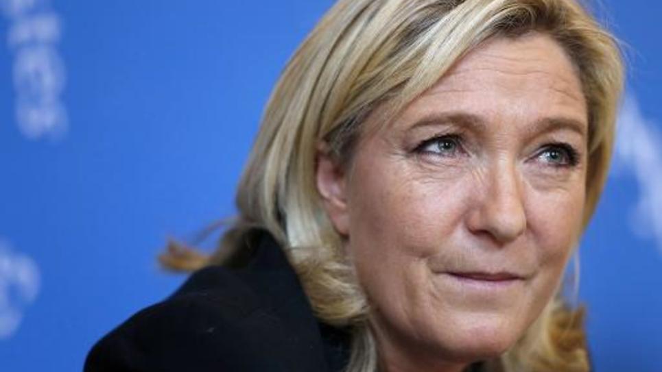 La présidente du FN Marine Le Pen donne une conférence de presse le 18 février 2015 à Paris