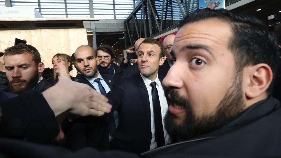 Alexandre Benalla assurant la sécurité d'Emmanuel Macron au salon de l'Agriculture, le 24 février 2018