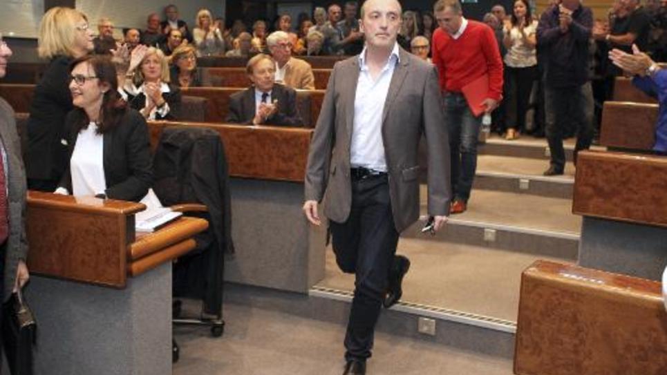 Le maire d'Ajaccio Laurent Marcangeli arrive au conseil municipal le 27 octobre 2014 à Ajaccio pour annoncer sa démission