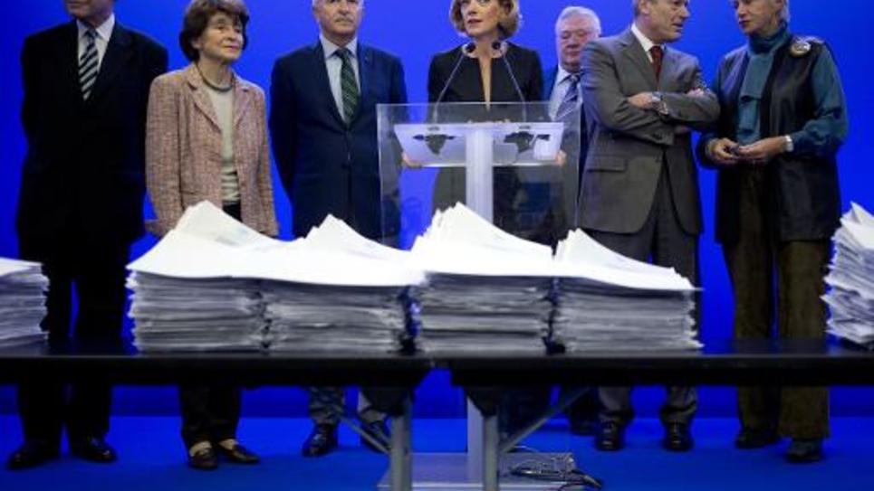 Anne Levade (C) et les membres de la Haute-Autorité chargé de superviser l'élection à l'UMP, le 15 octobre 2014 lors d'une conférence de presse à Paris