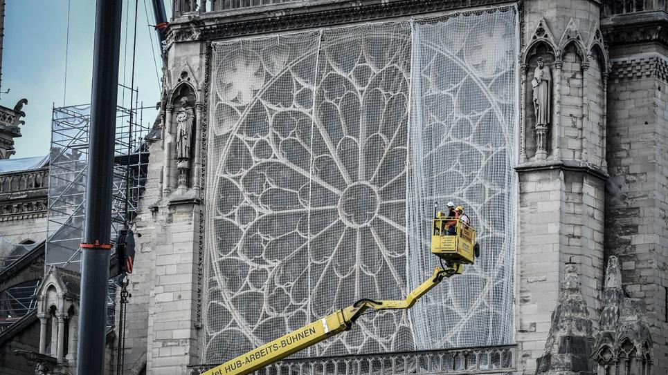 Des ouvriers travaillent sur le chantier de Notre-Dame de Paris, le 20 mai 2019