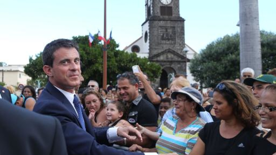 Le Premier ministre français Manuel Valls à Saint-Joseph sur l'île de La Réunion, le 11 juin 2015
