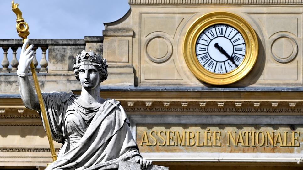 """Le Parlement a adopté définitivement le projet de loi instaurant un """"droit à l'erreur"""""""