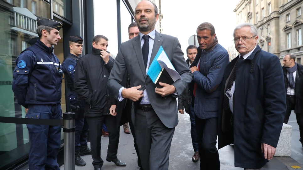 Édouard Philippe à son arrivée à l'Assemblée nationale à Paris avant la réunion du groupe LREM et Modem le 4 décembre 2018