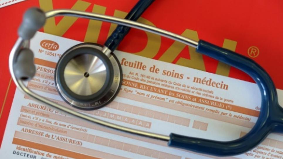 """Le modèle du """"médecin de famille"""", installé seul à la campagne pour des centaines de patients, n'a plus le vent en poupe"""