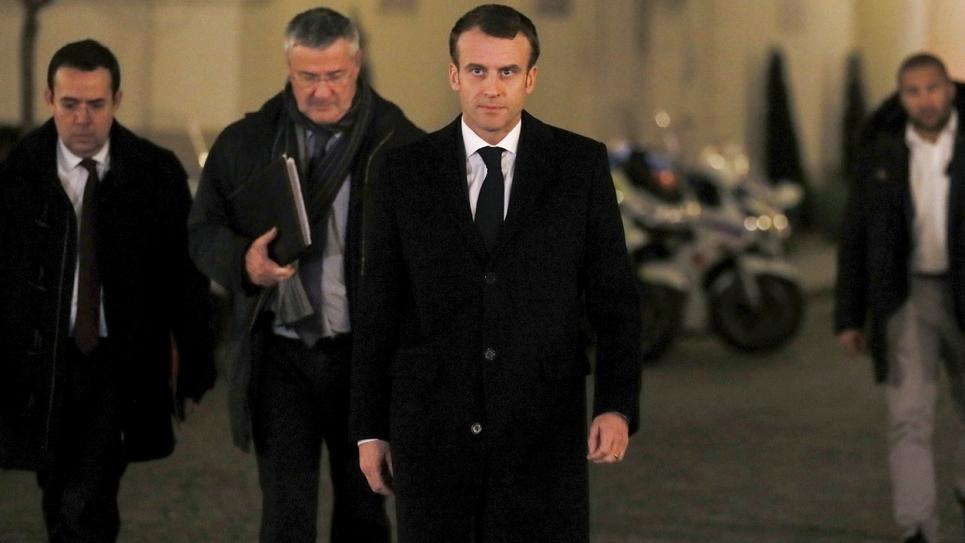 Le président Macron arrive pour une réunion de crise au ministère de l'Intérieur le 11 décembre 2018