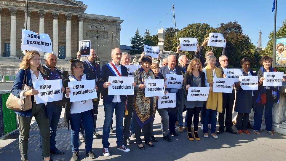 Un collectif d'élus soutenant les maires à l'origine d'arrêtés contre l'emploi de pesticides