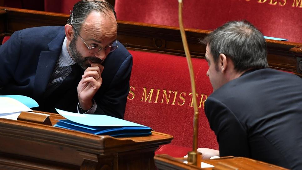Edouard Philippe s'entretient avec Olivier Véran, à l'Assemblée nationale le 7 avril 2020