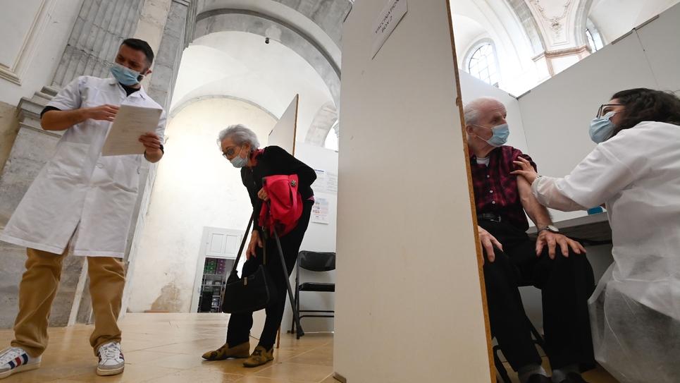 Centre de vaccination à l'Abbaye de Baume-les-Dames (Doubs), le 26 mars 2021