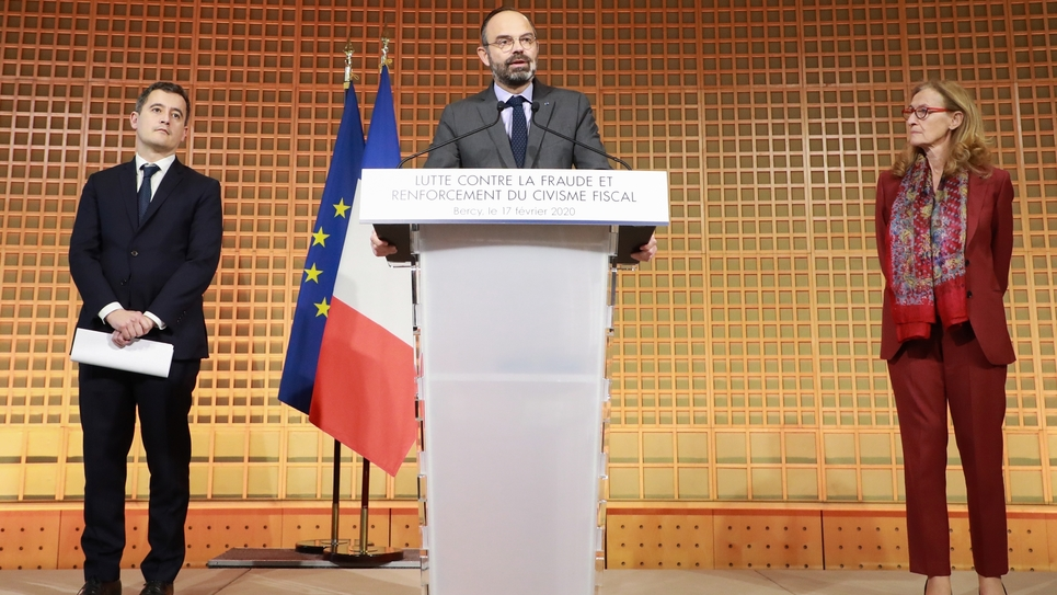 De g. à d.: le ministre des Comptes publics, Gérald Darmanin, le Premier ministre, Edouard Philippe, et la ministre de la Justice, Nicole Belloubet, en conférence de presse au ministère de l'Economie à Paris, le 17 février 2020
