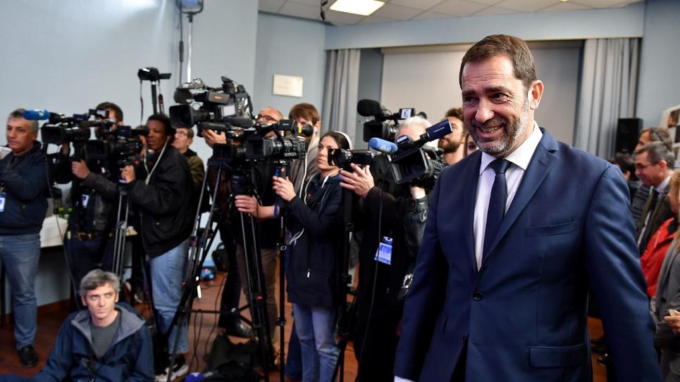 Le ministre de l'Intérieur Christophe Castaner arrive au commissariat de police de Toulon où il doit tenir une conférence de presse, le 3 mai 2019