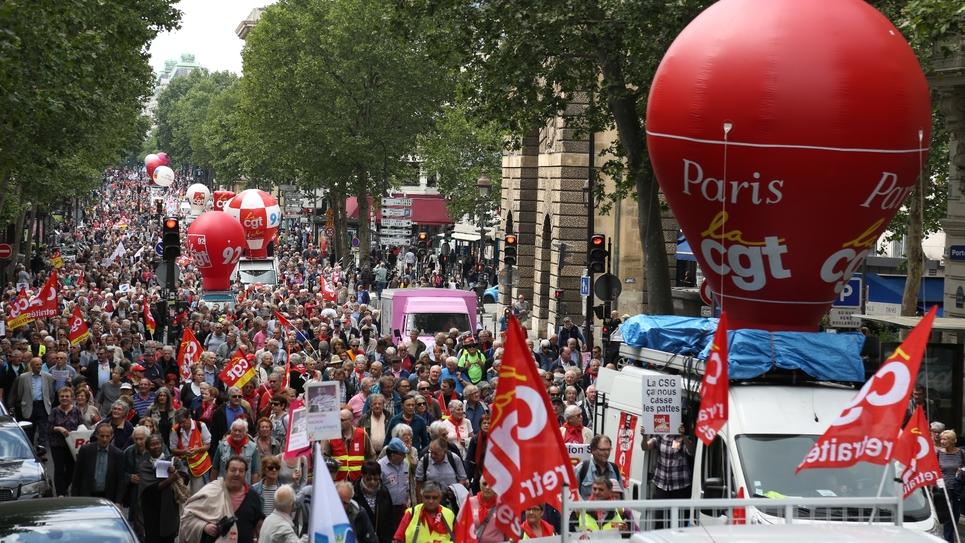 Des manifestants lors d'un rassemblement à Paris pour demander l'augmentation des retraites le 14 juin 2018