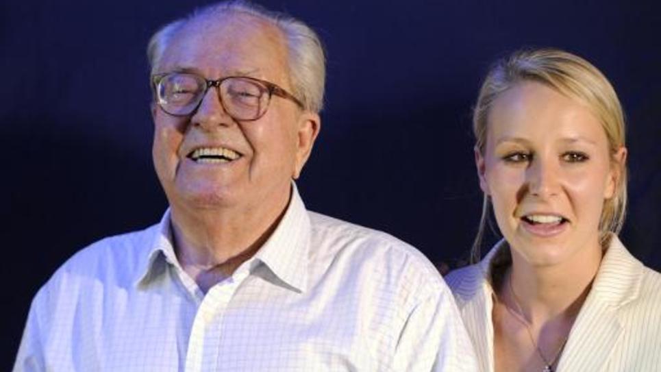 Jean-Marie le Pen et sa petite-fille Marion Maréchal-Le Pen, le 17 juin 2012 à Carpentras