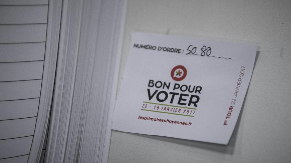 Au-delà d'un socle commun, les sept candidats à la primaire du Parti socialiste et de ses alliés divergent sur des thèmes emblématiques comme l'Europe, le nucléaire ou le revenu universel.