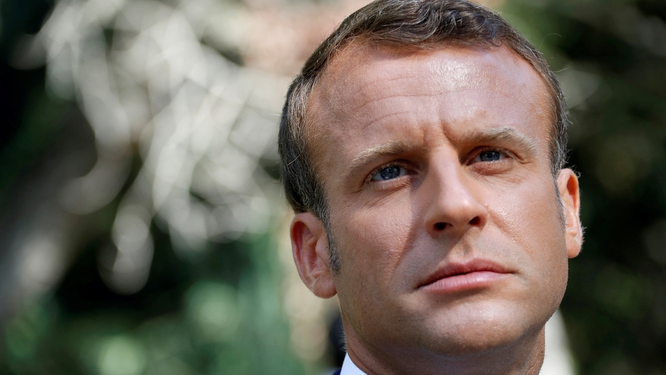 Le président Emmanuel Macron à son arrivée à Saint-Raphaël (Var) le 15 août 2019 pour les célébrations du 75e anniversaire du débarquement de Provence