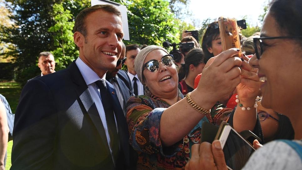 Emmanuel Macron fait un selfie samedi 18 septembre 2018 à l'Elysée