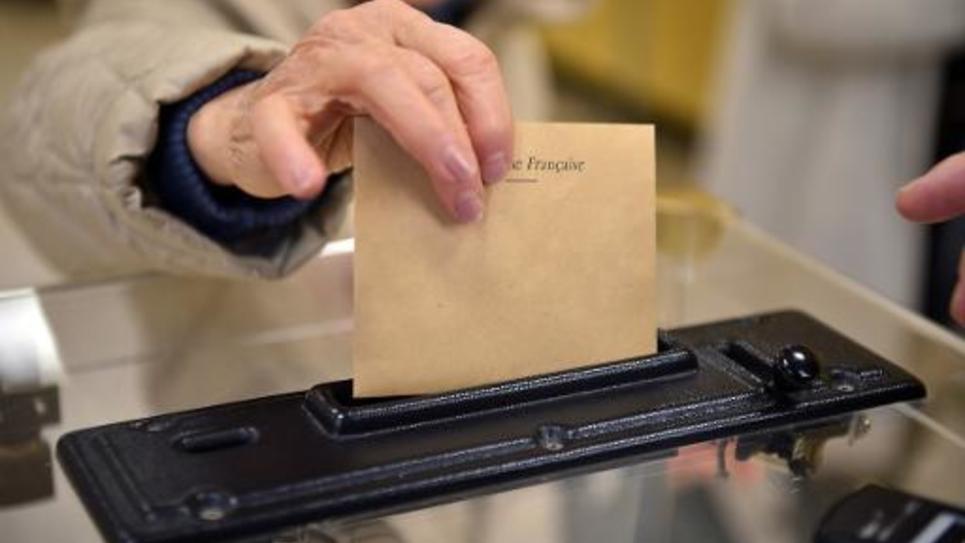 Vote pour le second tour des départementales le 29 mars 2015 à Nîmes