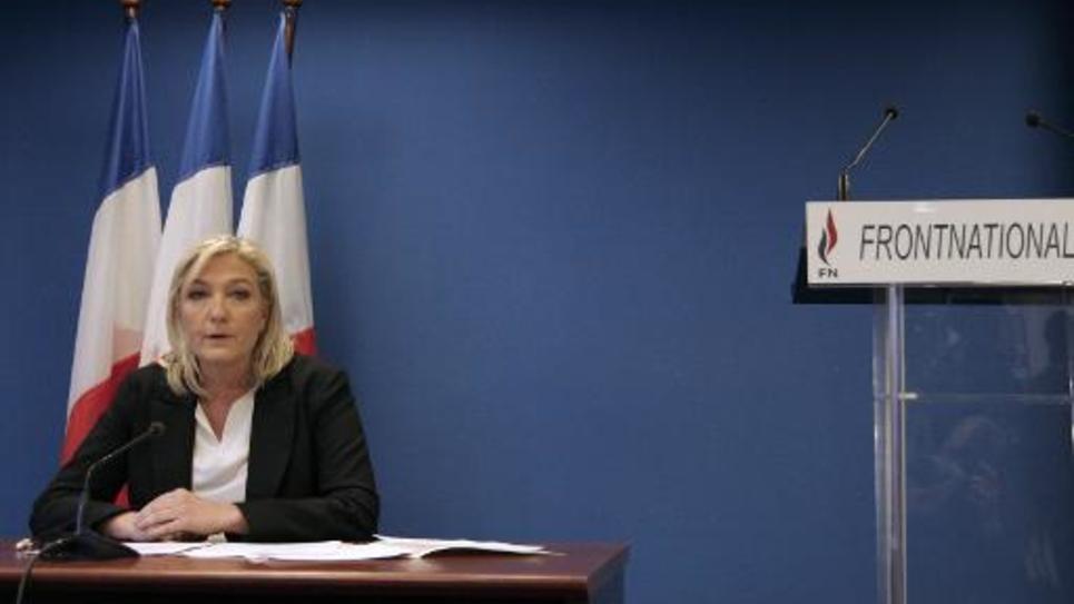 La présidente du FN Marine Le Pen s'exprime lors d'une conférence de presse le 16 janvier 2015 à Nanterre