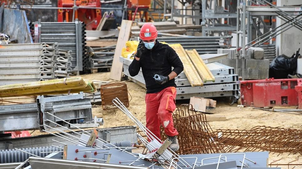 Un ouvrier sur un chantier à Montpellier le 27 avril 2020