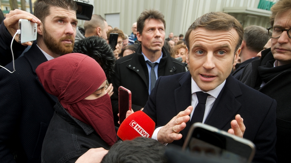 """Emmanuel Macron lors d'une visite consacrée à la lutte contre le """"séparatisme"""" islamiste, le 18 février 2020 à Mulhouse"""