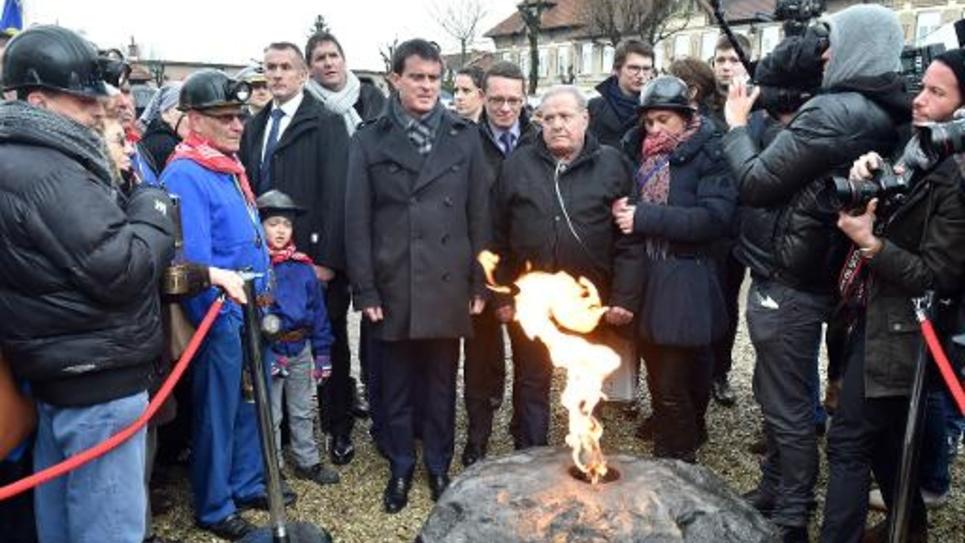 Le Premier ministre Manuel Valls visite Liévin le 27 décembre 2014, à l'occasion de la commémoration  de la catastrophe minière qui a causé la mort de 42 personnes
