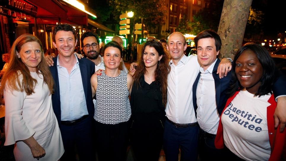 Marlène Schiappa (4e droite), Stanislas Guerini (3e droite) et Pierre Person (2e droite) photographiés à Paris en juin 2017