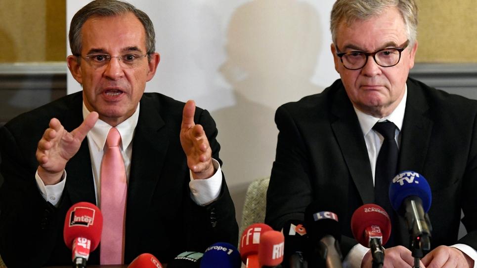 L'ancien ministre LR Thierry Mariani (g) et l'ex-député LR Jean-Paul Garraud donnent une conférence de presse commune à Paris, le 9 janvier 2019