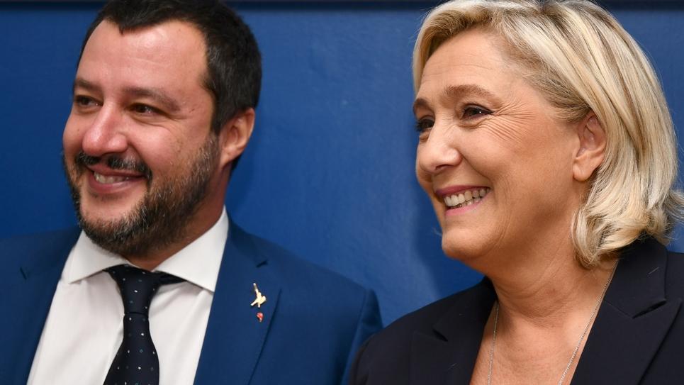 Marine Le Pen,  présidente du RN, donne une conférence de presse avec le ministre italien de l'Intérieur Matteo Salvini, à rome le 8 octobre 2018