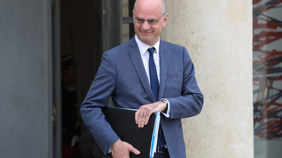 Le ministre de l'Education Jean-Michel Blanquer sort de l'Elysée, le 7 mai 2019 à Paris