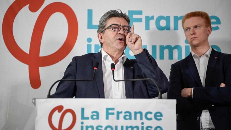 """Jean-Luc Mélenchon bénéficie d'un """"écosystème favorable"""" à Lille selon le député LFI du Nord, Adrien Quatennens (à droite)"""
