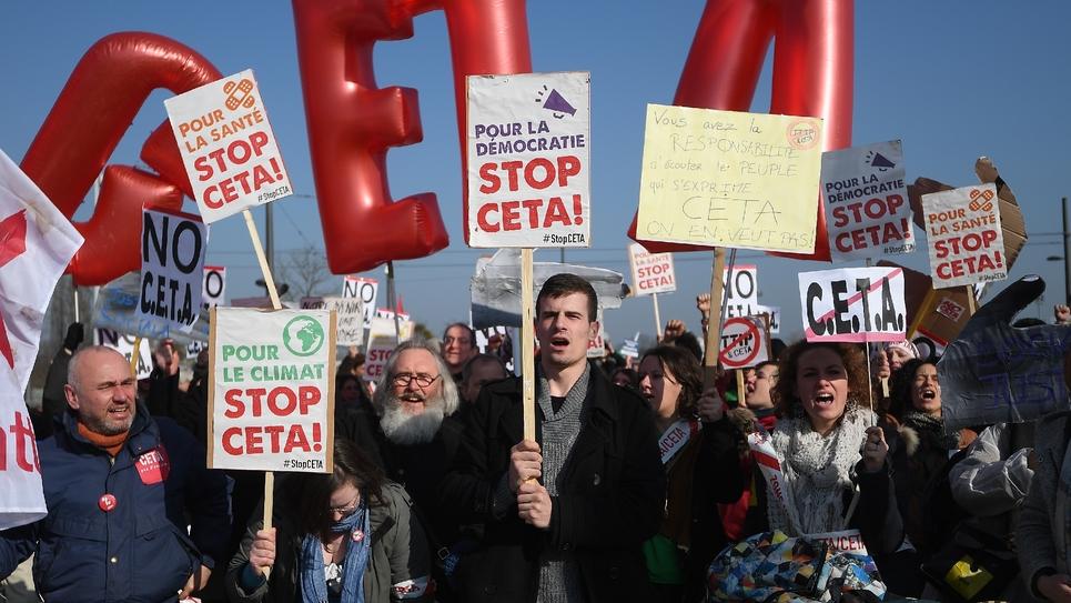 Manifestation contre le traité entre l'UE et le Canada (Ceta), le 15 février 2017 devant le Parlement européen, à Strasbourg