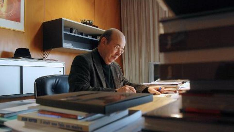 L'ancien maire de Tours Jean Germain dans son bureau le 8 février 2008