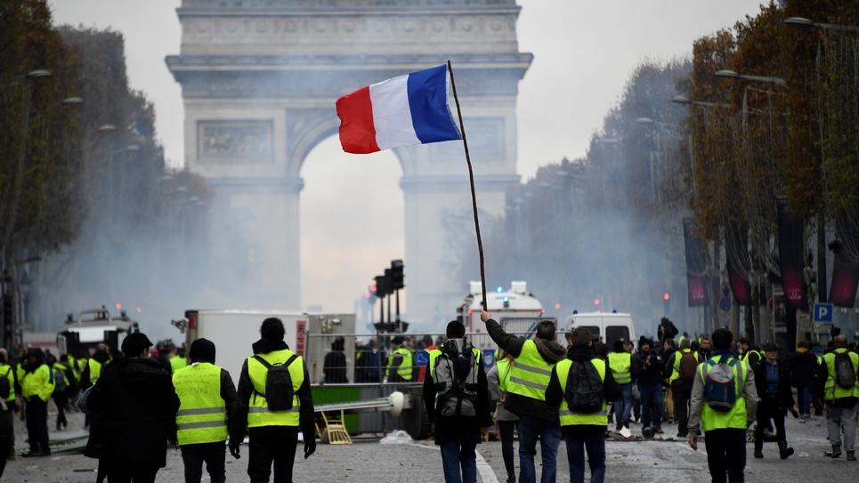 """Les """"Gilets jaunes"""" manifestent sur les Champs-Elysées à Paris le 24 novembre 2018"""