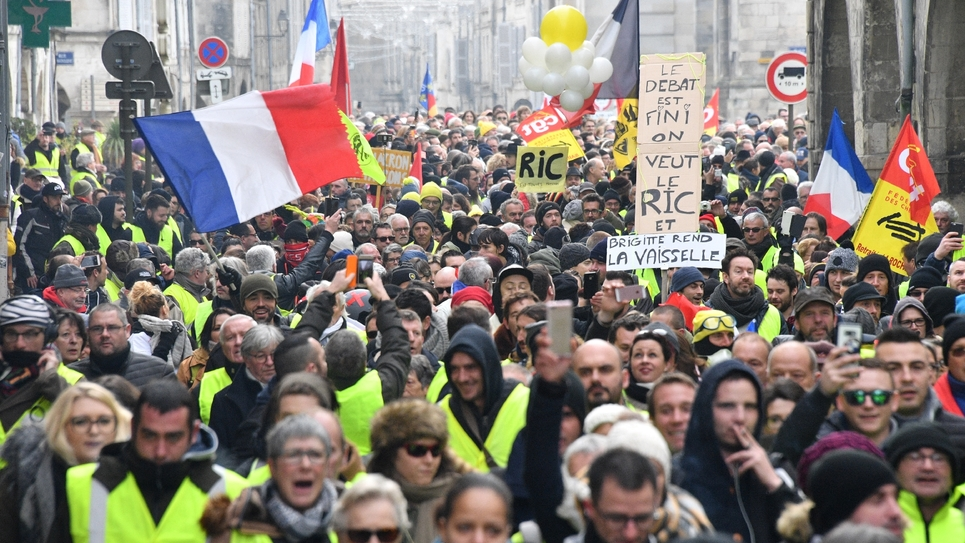 """Des """"gilets jaunes"""" manifestent à La Rochelle, le 12 janvier 2019"""