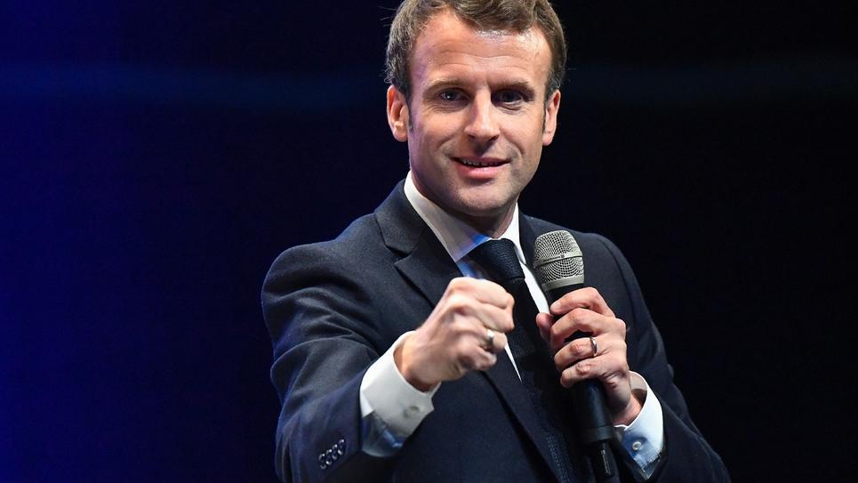 Le président Emmanuel Macron s'exprime lors d'une conférence des maires de Bretagne à  Saint-Brieuc, le 3 avril 2019
