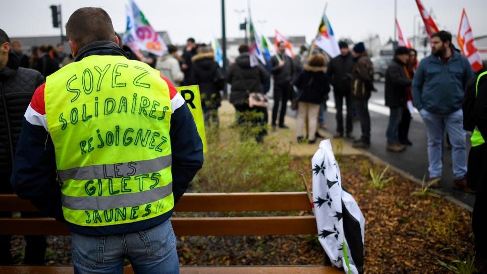 """""""Soyez solidaires, rejoignez les gilets jaunes"""": un gilet jaune à Rennes le 5 février"""