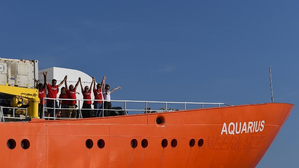 Des membres de l'équipage du navire humanitaire Aquarius le 1er août 2018 à Marseille