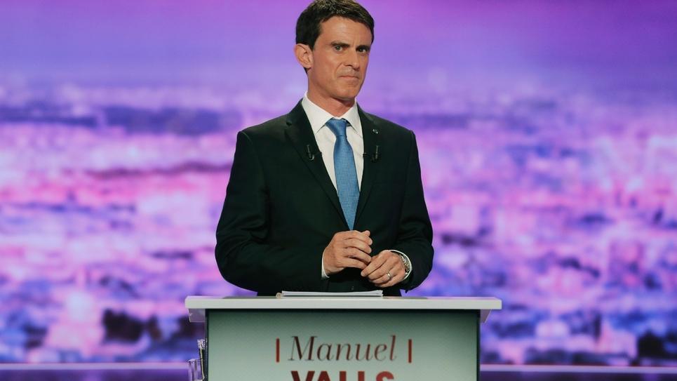 Manuel Valls sur le plateau de TF1 lors du débat télévisé entre les candidats à la primaire du PS, le 12 janvier 2017 à La-Plaine Saint-Denis