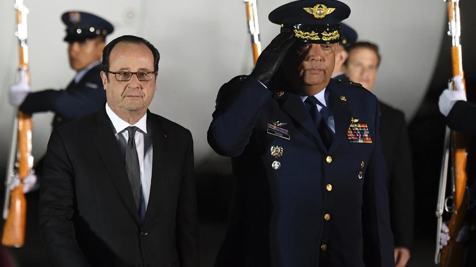 Le président François Hollande arrive à l'aéroport de CATAM à Bogota, le 22 janvier 2017