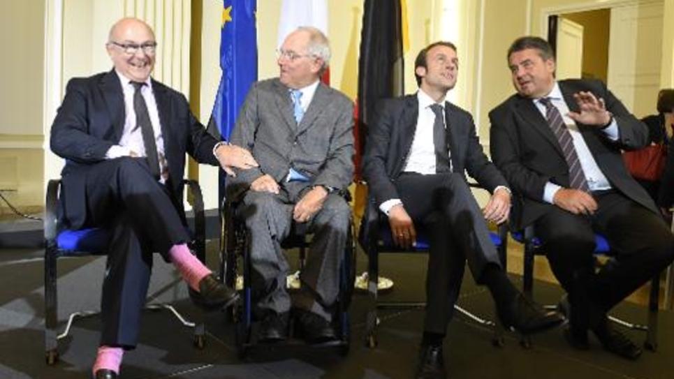 de g à d: les ministres français et allemand des Finances Michel Sapin et Wolfgang Schaeuble, et de l'Economie Emmanuel Macron et Sigmar Gabriel à Berlin le 20 octobre 2014