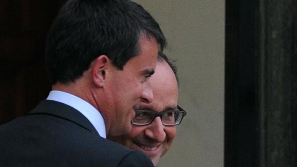 Le Premier ministre Manuel Valls (g) et le président François Hollande  sur le perron de l'Elysée après une réunion le 25 août 2014