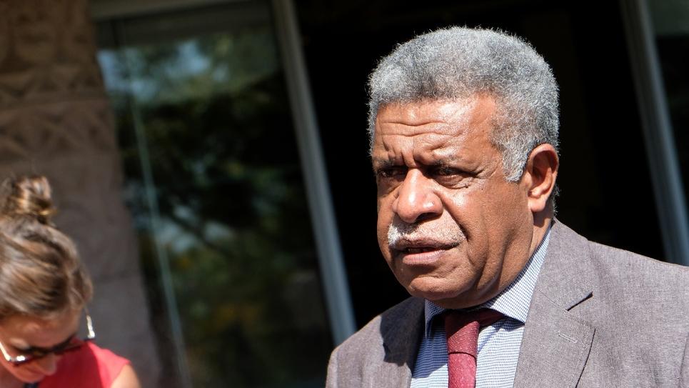 Louis Mapou, président du groupe Union nationale pour l'indépendance (UNI) au Congrès, parle à la presse à Nouméa, le 5 novembre 2018